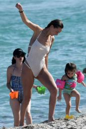 Alana Hadid and Marielle Hadid With Their Mother Mary Butler in Miami Beach 11/21/2018