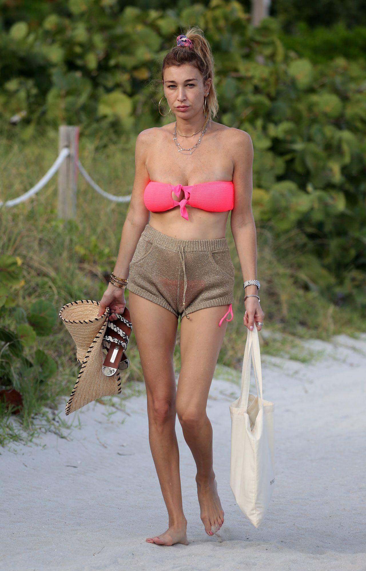Marielle Hadid Nude Photos 16