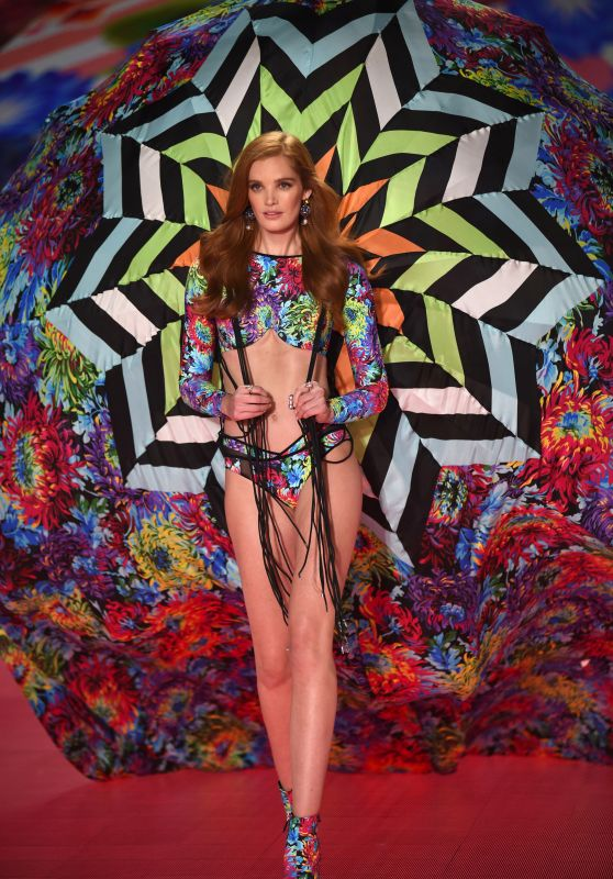 Alexina Graham – 2018 VS Fashion Show Runway