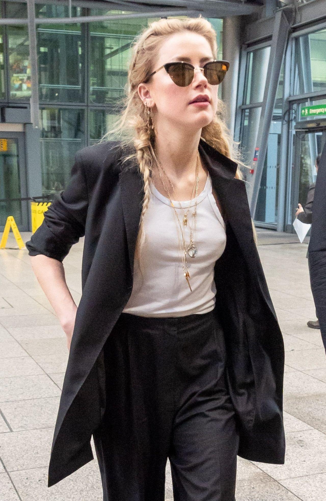 Amber Heard At Heathrow Airport 11 24 2018