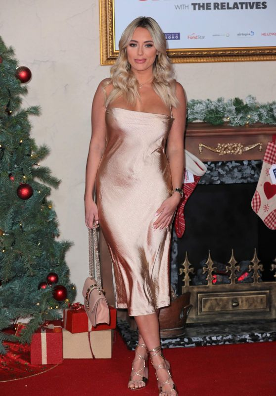 "Amber Turner – ""Surviving Christmas With The Relatives"" World Premiere in London"