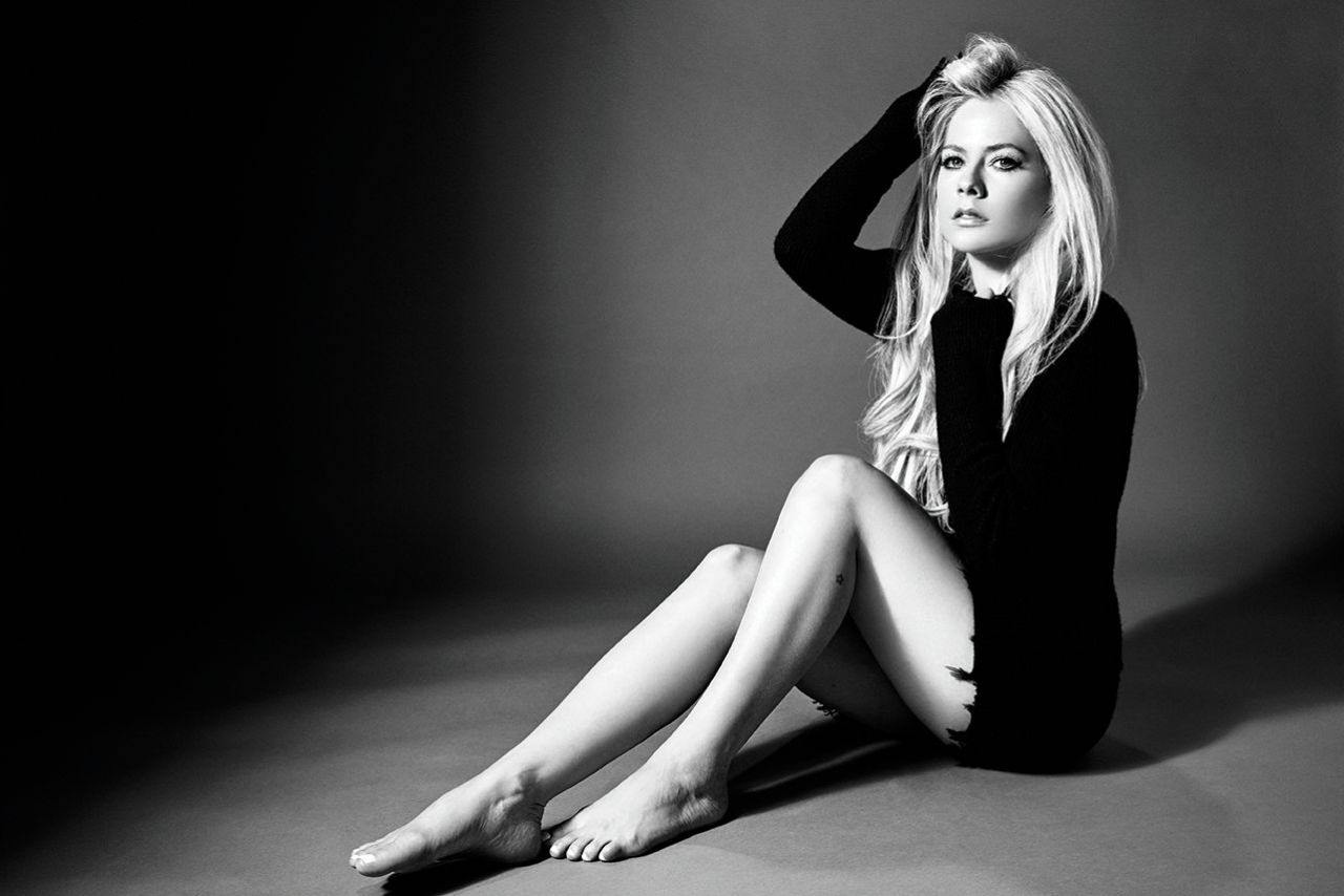 https://celebmafia.com/wp-content/uploads/2018/11/avril-lavigne-head-above-water-album-photoshoot-2018-5.jpg
