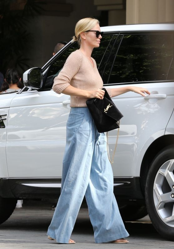Charlize Theron Casual Style 11/04/2018