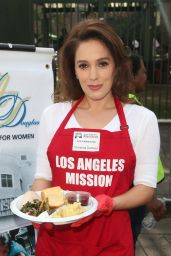 Christina DeRosa – Los Angeles Mission Thanksgiving Meal for the Homeless 11/21/2018