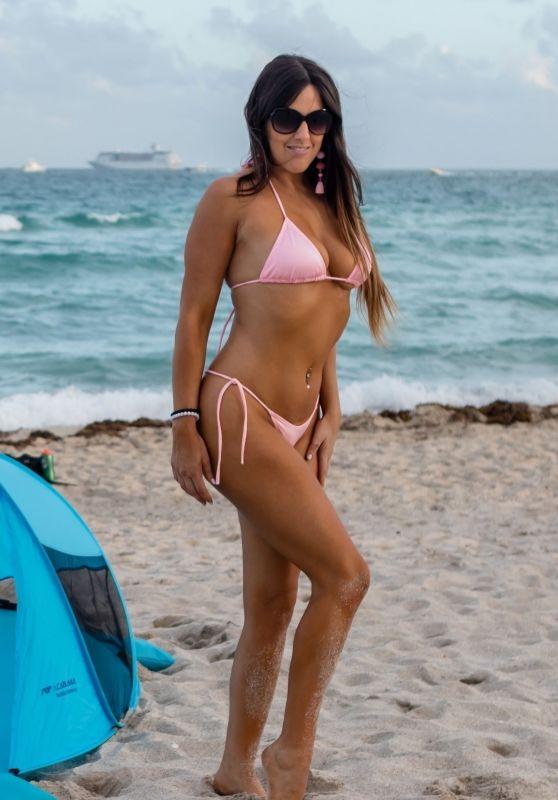 Claudia Romani in Bikini 11/05/2018