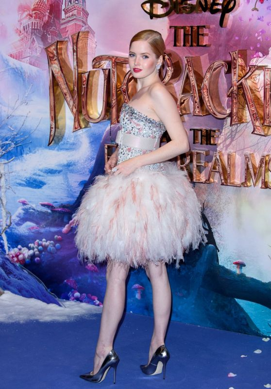 """Ellie Bamber – """"The Nutcracker and the Four Realms"""" Premiere in London"""