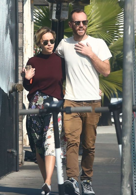 Emilia Clarke - Shopping in Venice Beach 11/11/2018
