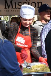 Emma Kenney – Los Angeles Mission Thanksgiving Meal for the Homeless 11/21/2018