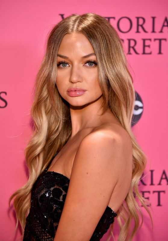 Erika Costell – 2018 Victoria's Secret Fashion Show