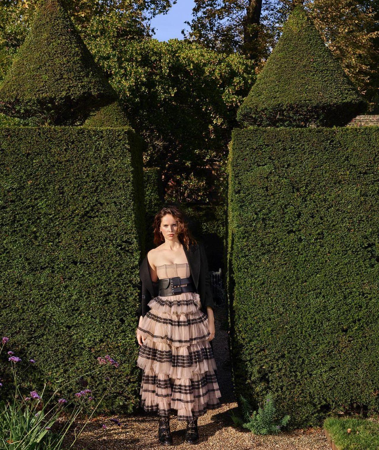 https://celebmafia.com/wp-content/uploads/2018/11/felicity-jones-photoshoot-for-dujour-magazine-november-2018-1.jpg