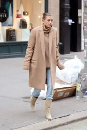 Hailey Baldwin Street Style - Out in New York 11/18/2018