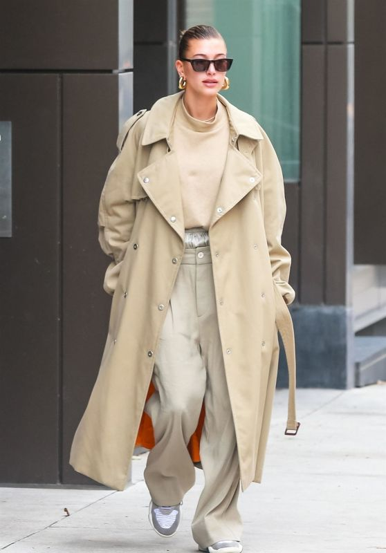 Hailey Bieber is Stylish - Leaving Her Apartment in NYC 11/19/2018