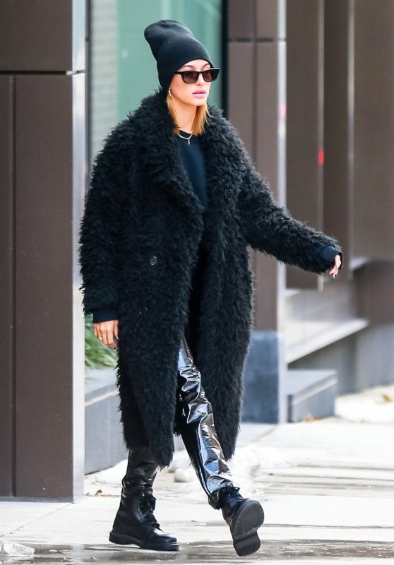 Hailey Bieber Street Fashion - Leaving Her Apartment in NYC 11/17/2018