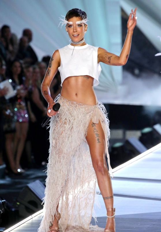 Victoria Secret Fashion Show Performance