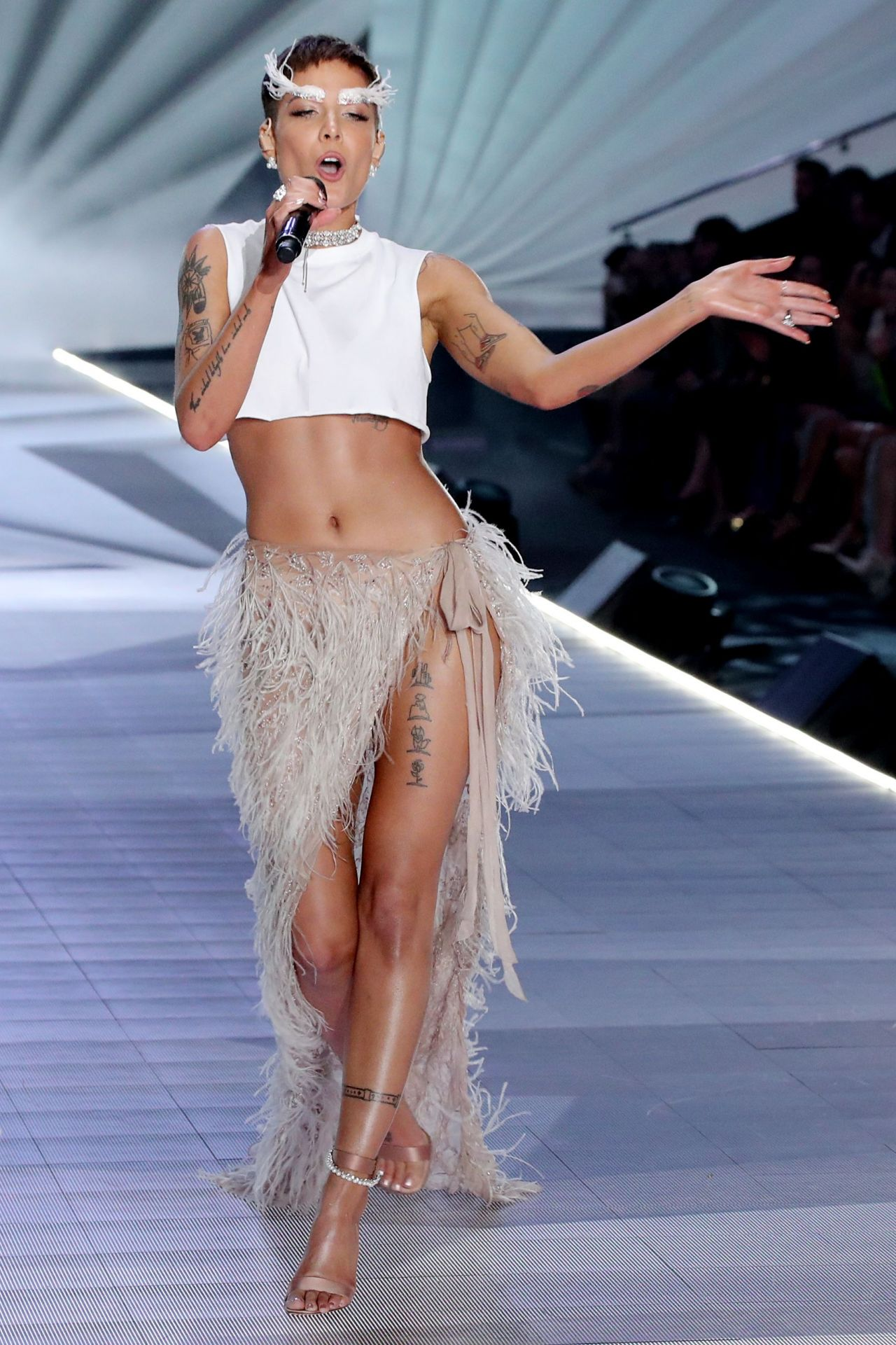 halsey performing at 2018 vs fashion show in nyc