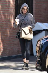 Isla Fisher - Shopping in Studio City 10/30/2018