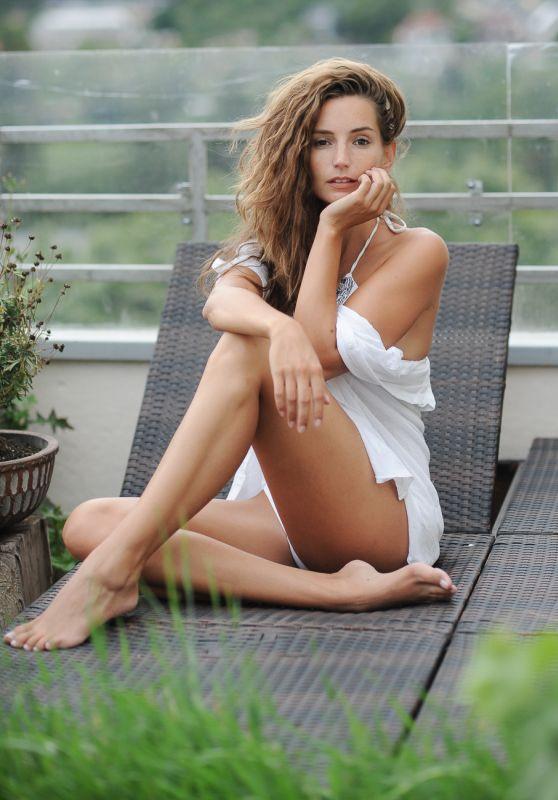 Janina Schiedlofski -Photoshoot 2018