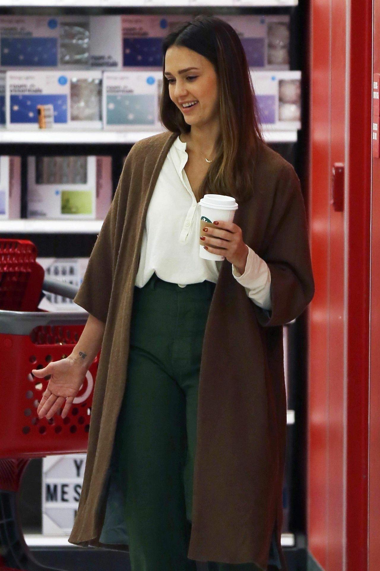 https://celebmafia.com/wp-content/uploads/2018/11/jessica-alba-shopping-at-target-store-in-los-angeles-11-21-2018-1.jpg