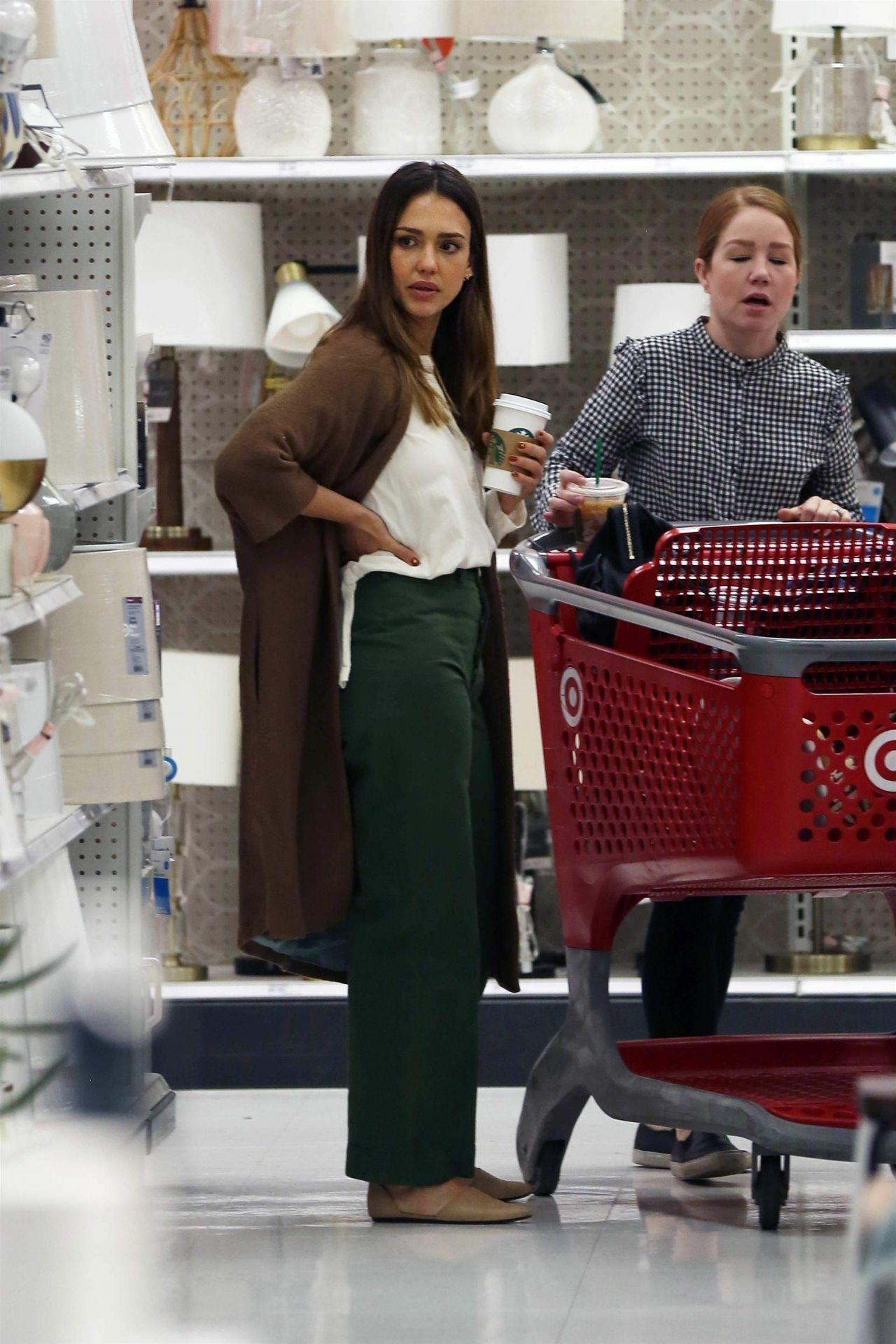 https://celebmafia.com/wp-content/uploads/2018/11/jessica-alba-shopping-at-target-store-in-los-angeles-11-21-2018-4.jpg