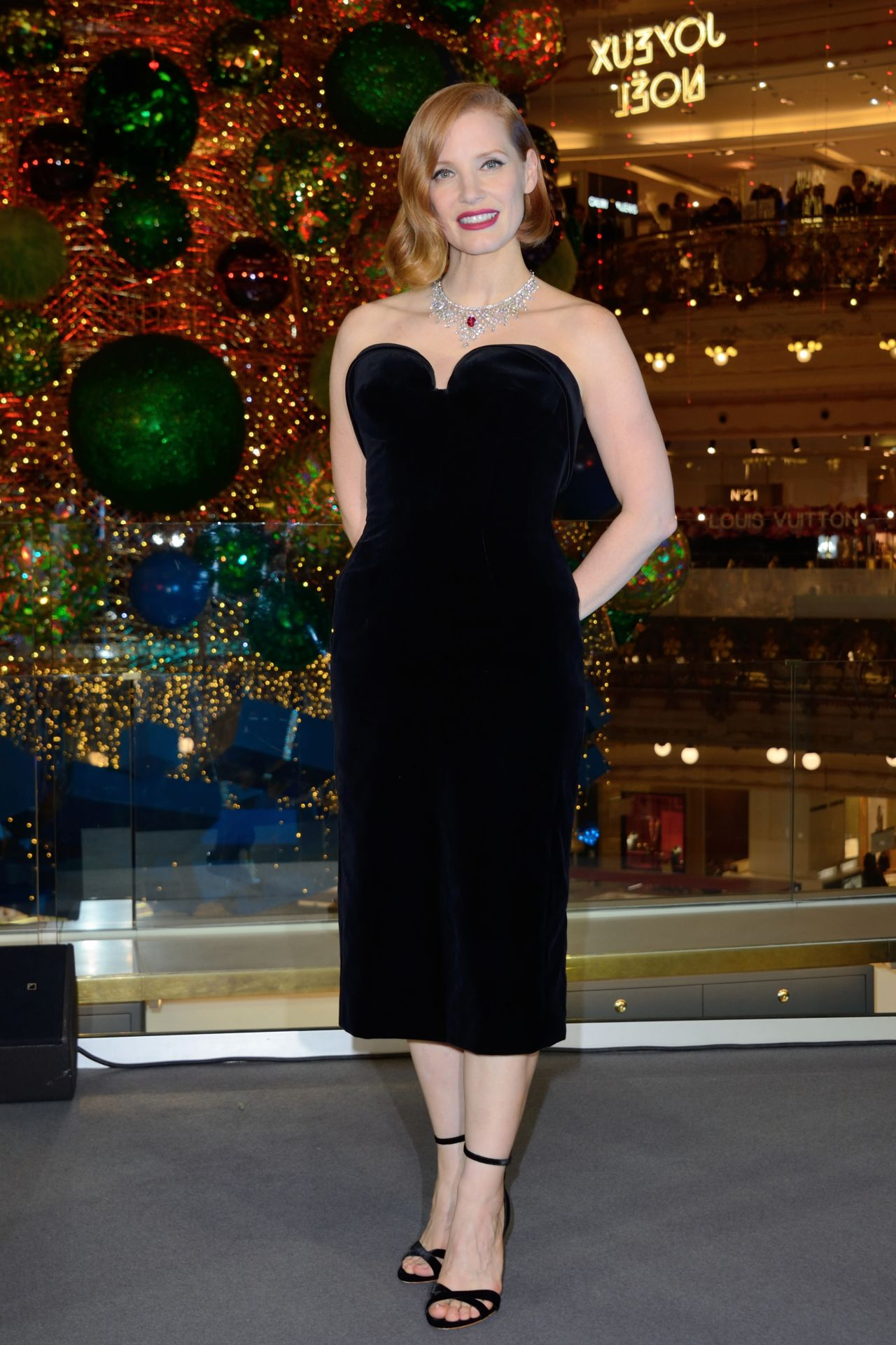 https://celebmafia.com/wp-content/uploads/2018/11/jessica-chastain-at-the-les-galeries-lafayette-christmas-decorations-inauguration-in-paris-11-07-2018-9.jpg
