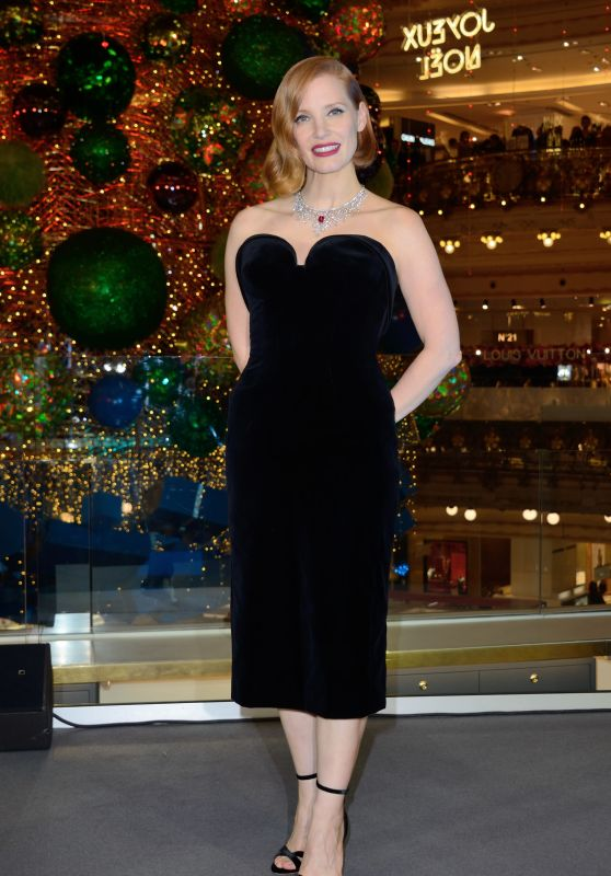 Jessica Chastain at the Les Galeries Lafayette Christmas Decorations Inauguration in Paris 11/07/2018