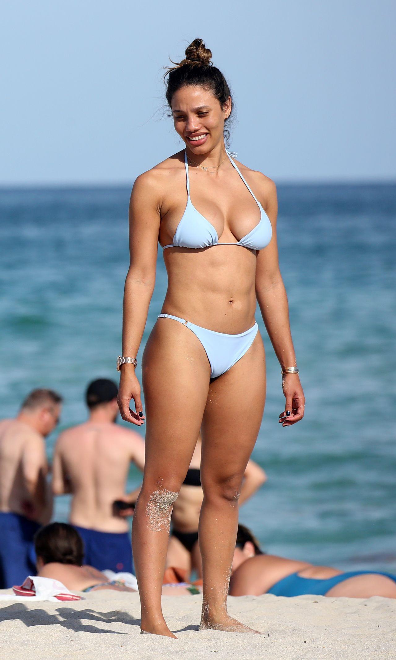 Bikini Daniela Freitas nude (95 photo), Topless, Bikini, Twitter, butt 2006