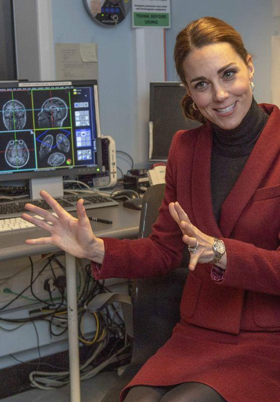 Kate Middleton - Vistis a Developmental Neuroscience Lab in London 11/21/2018