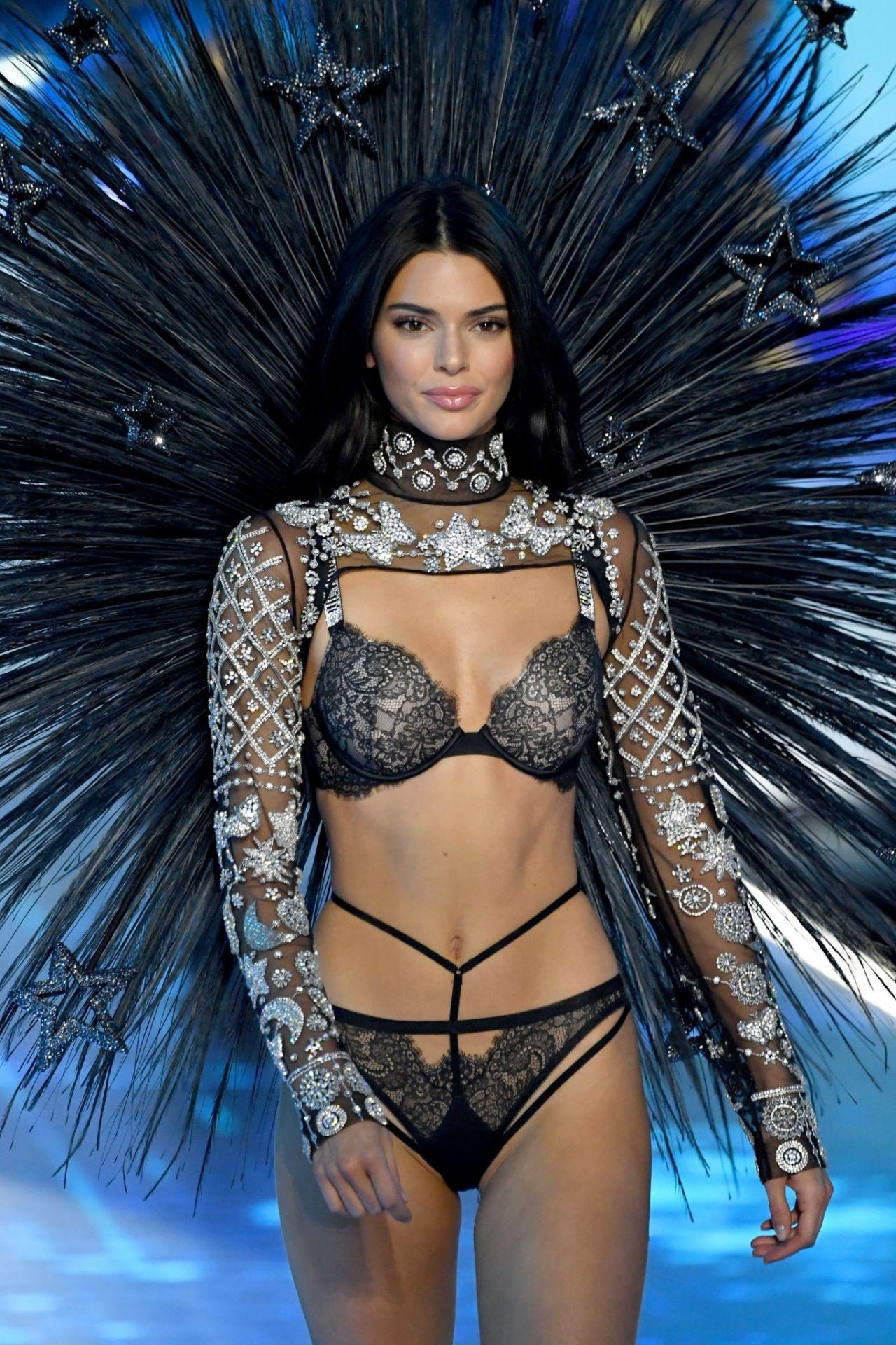Kendall Jenner 2018 Vs Fashion Show Runway