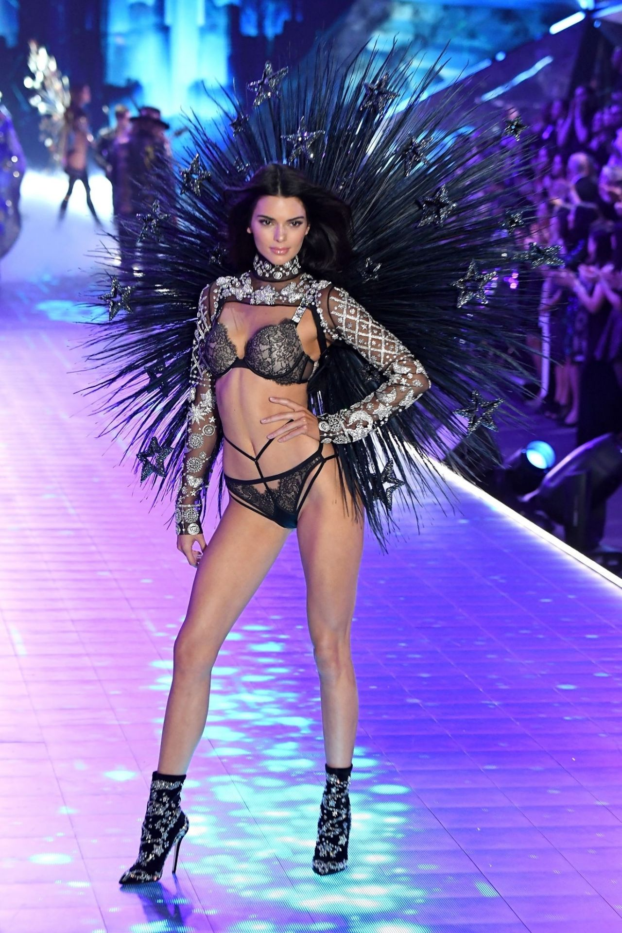 Kendall Jenner u2013 2018 VS Fashion Show Runway