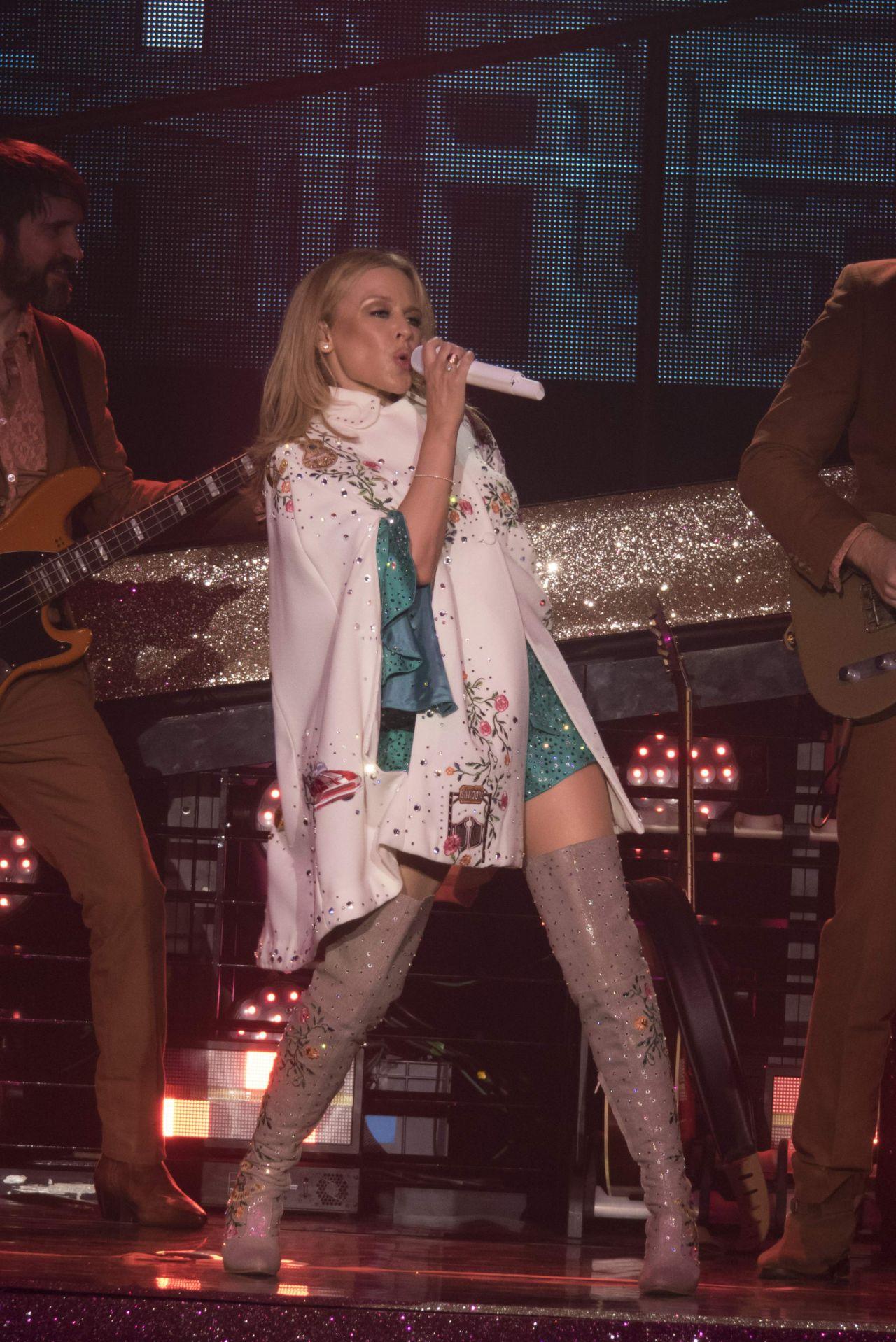 Kylie Minogue - Perfor... Sandra Bullock