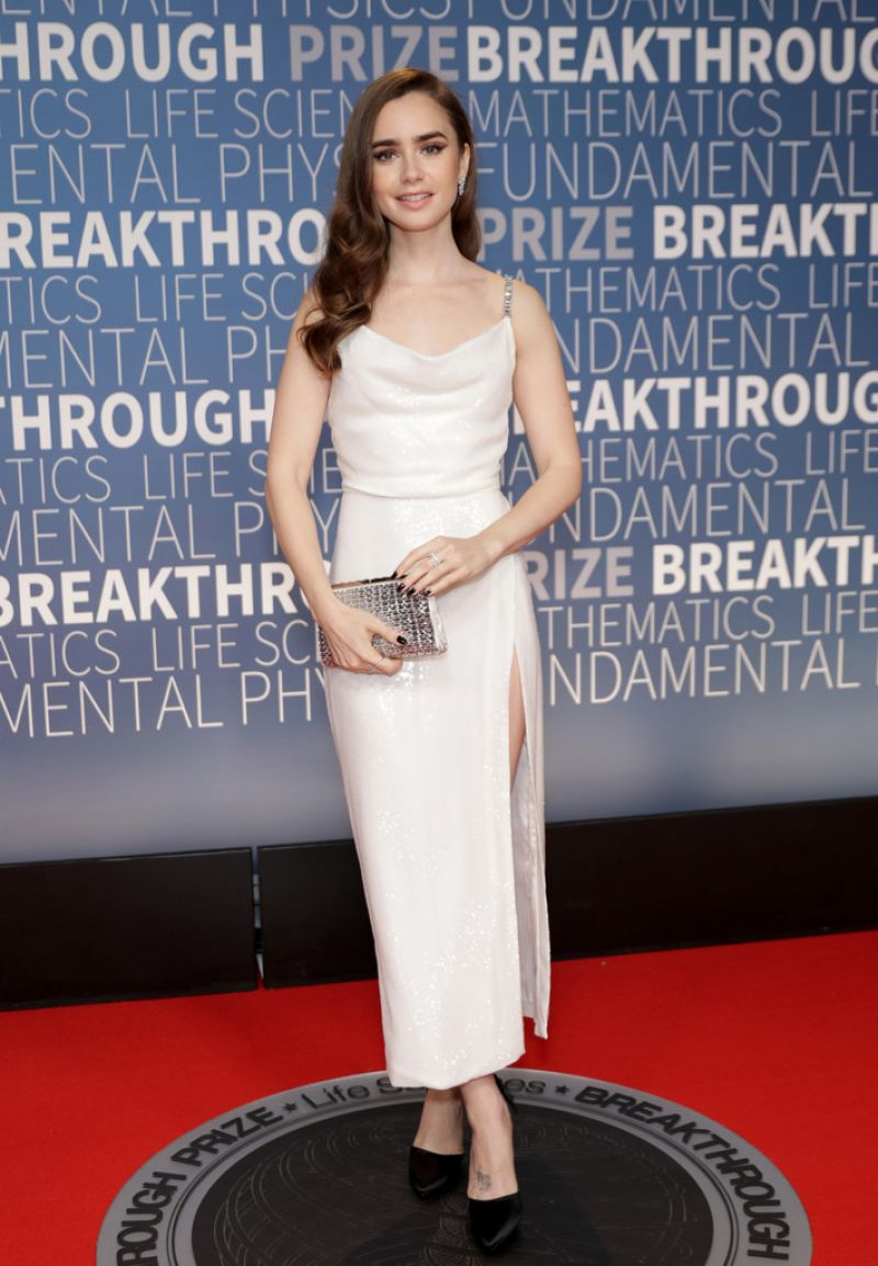 https://celebmafia.com/wp-content/uploads/2018/11/lily-collins-2019-breakthrough-prize-in-mountain-view-2.jpg
