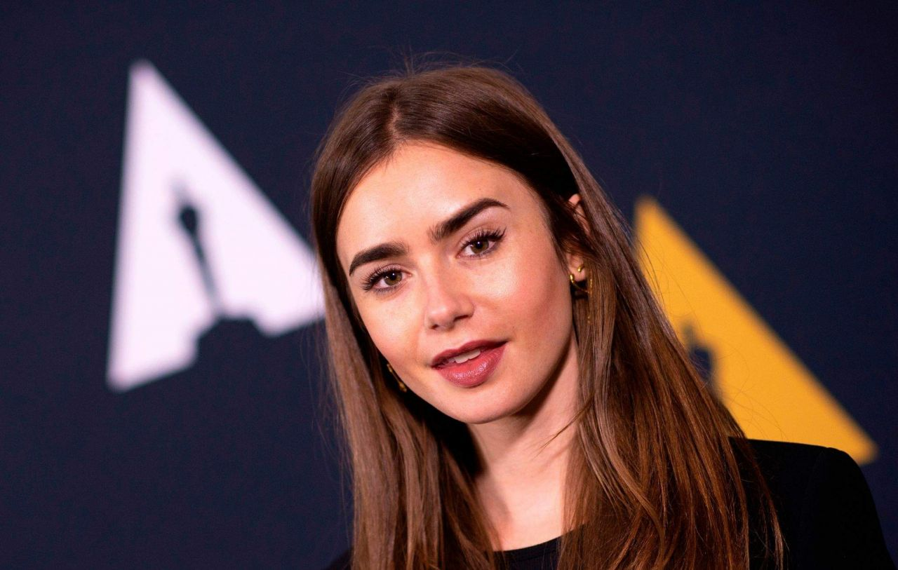 https://celebmafia.com/wp-content/uploads/2018/11/lily-collins-academy-nicholl-fellowships-in-screenwriting-awards-and-live-read-in-beverly-hills-11-08-2018-9.jpg
