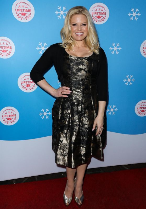 Megan Hilty – Gingerbread House Experience in LA 11/14/2018