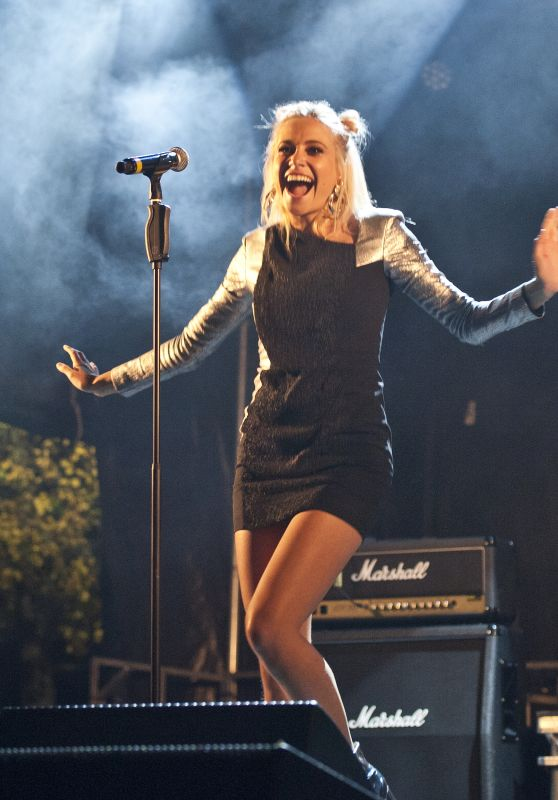 Pixie Lott - Performing at City of Perth Christmas Lights in Perth 11/17/2018