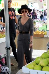 Sarah Hyland at the Farmers Market in LA 11/18/2018