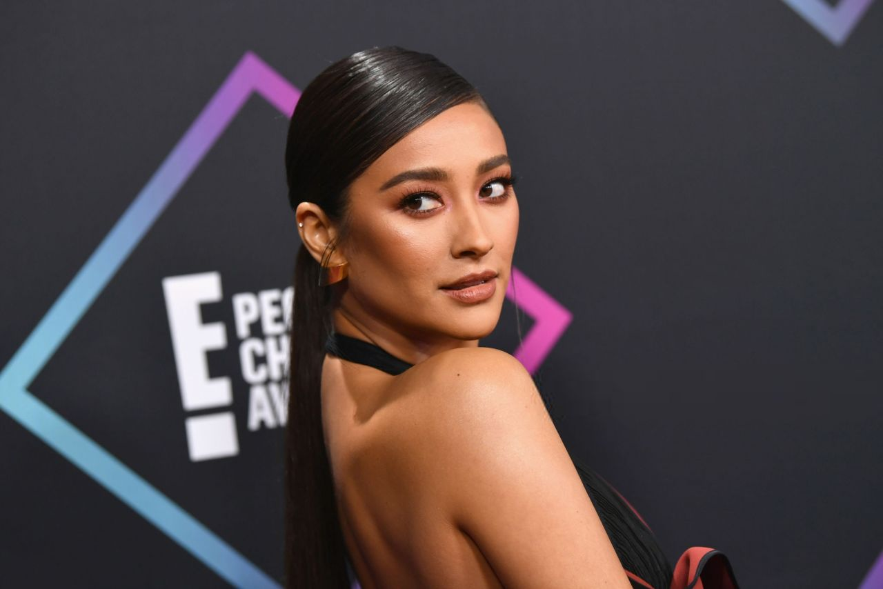 Shay Mitchell People S Choice Awards 2018