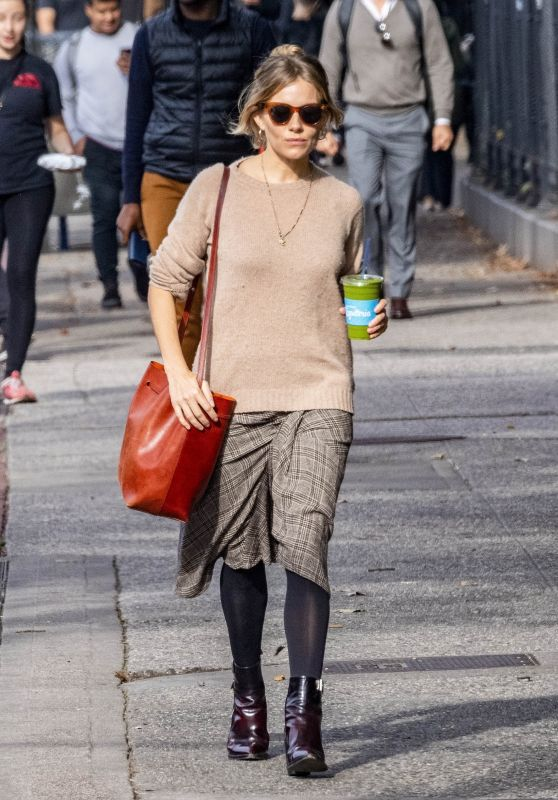 Sienna Miller Casual Style 11/01/2018