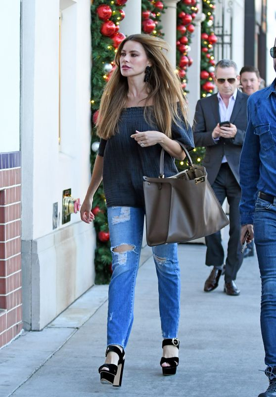 Sofia Vergara Street Style - Shopping in Beverly Hills 11/20/2018