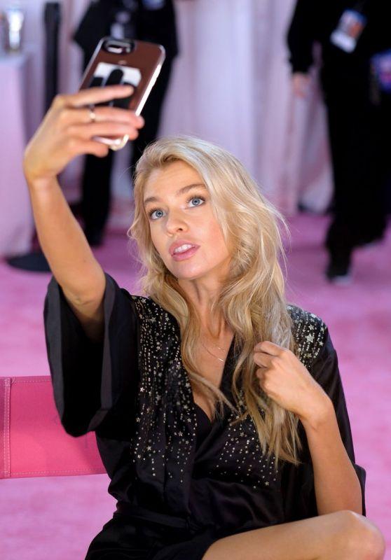 Stella Maxwell – 2018 Victoria's Secret Fashion Show Backstage in NYC