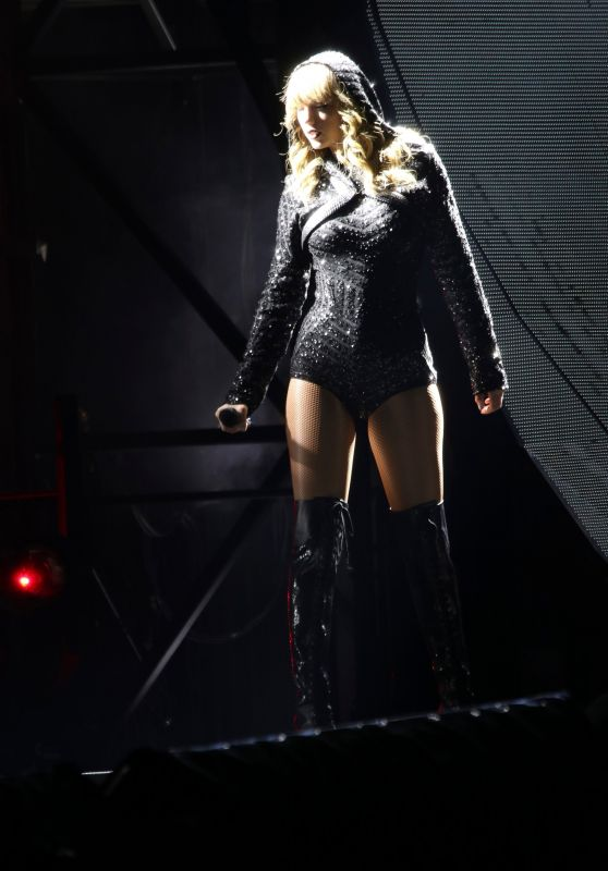Taylor Swift – Performs during Reputation Stadium Tour in Brisbane