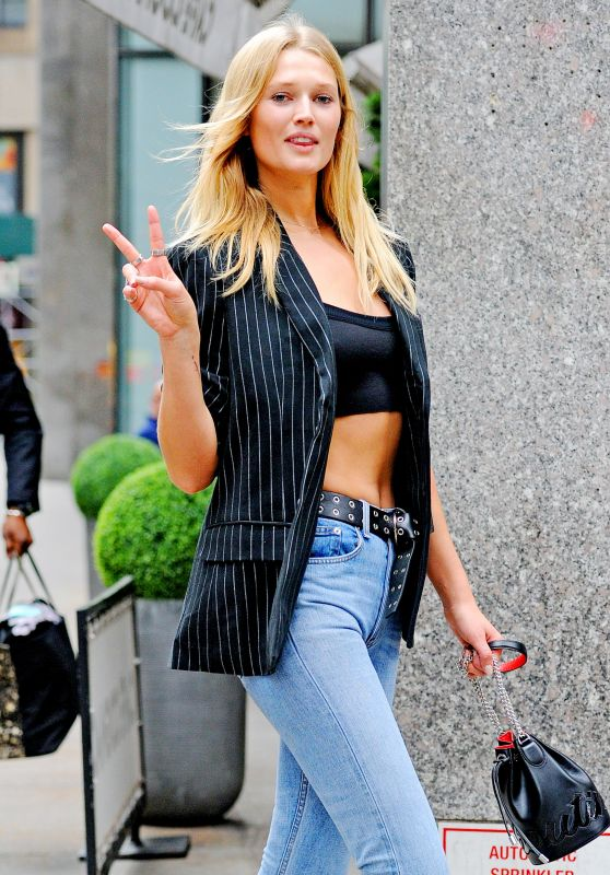 Toni Garrn Street Fashion - Leaving the Victoria