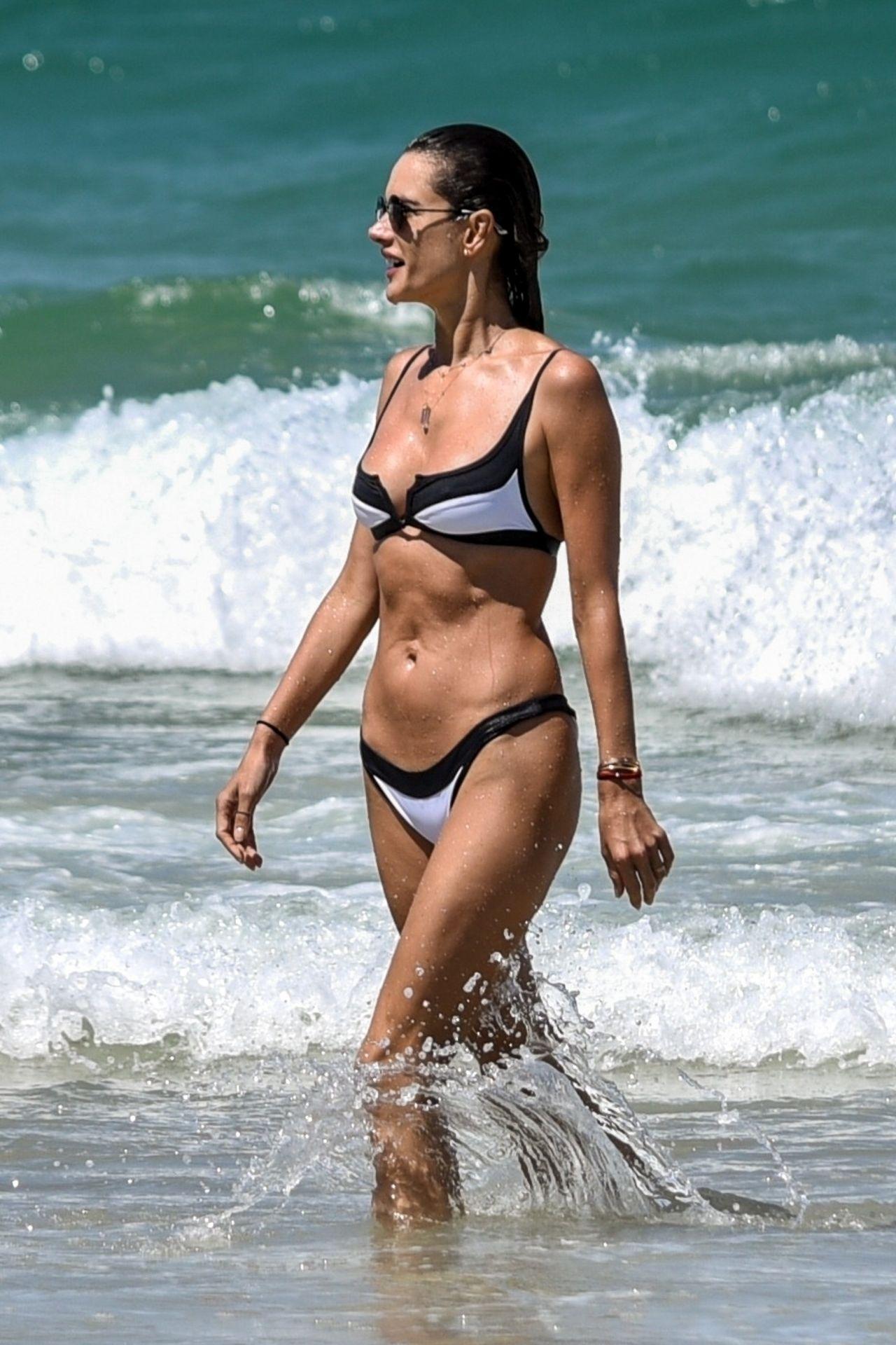 Communication on this topic: Jennifer lopez wearing a bikini july, alessandra-ambrosio-in-a-bikini-27/