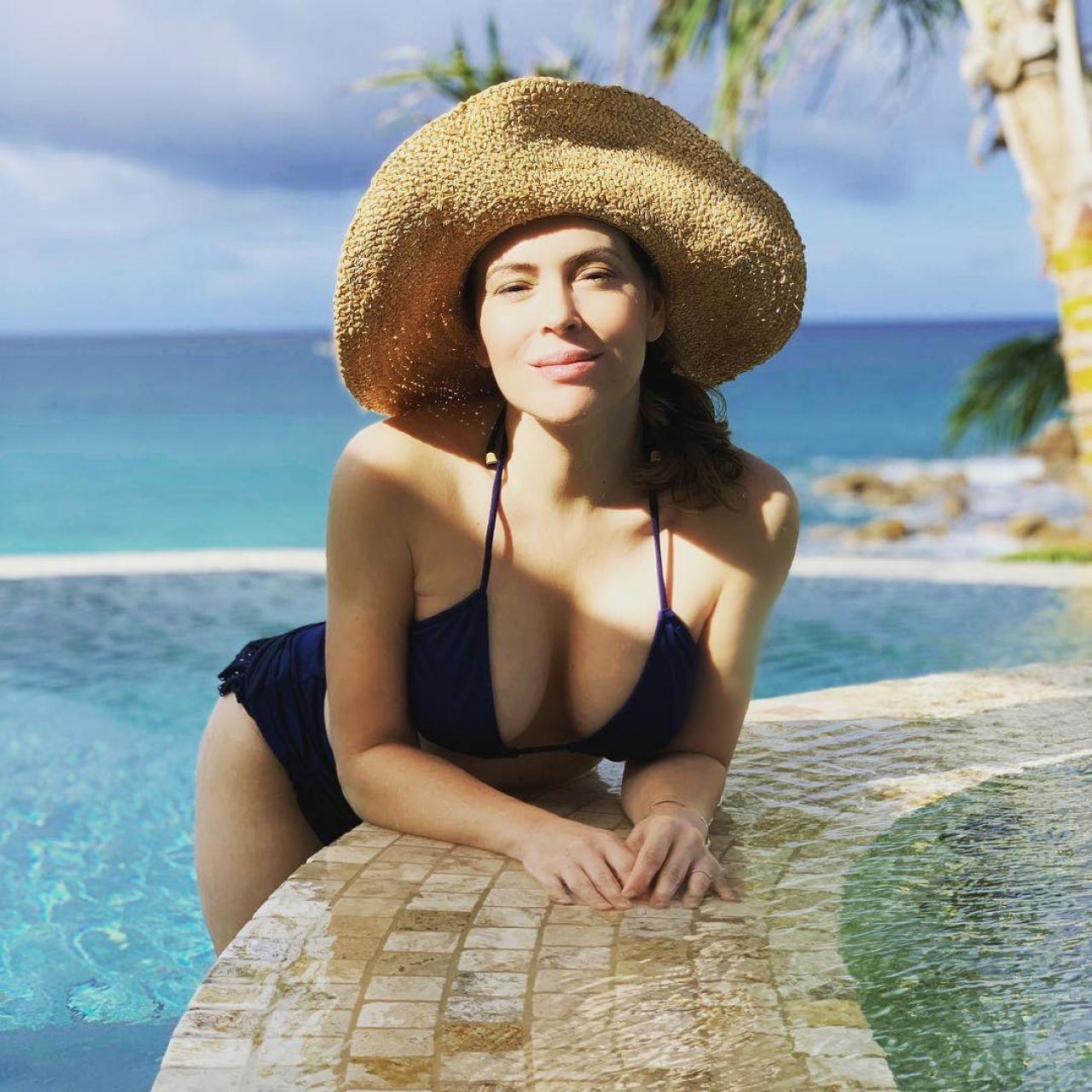 Alyssa Milano 2008 alyssa milano in bikini - personal pics 12/04/2018