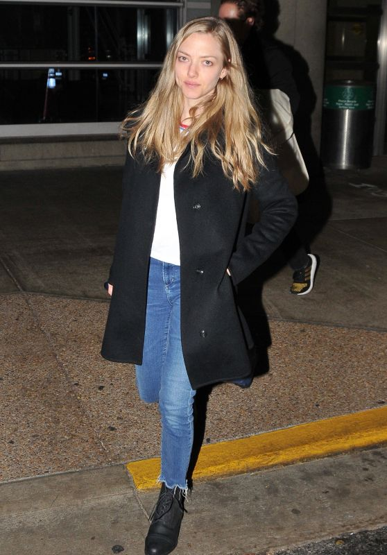 Amanda Seyfried - Arriving in Washington DC 12/02/2018