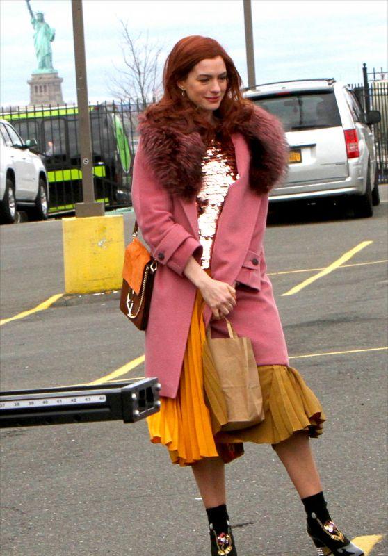 "Anne Hathaway - Filming ""Modern Love"" in Brooklyn 12/09/2018"