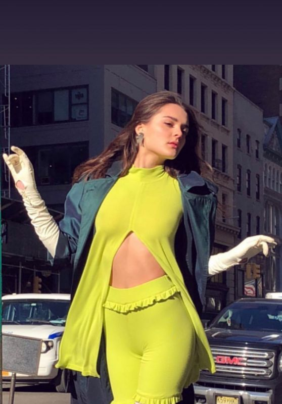 Charlotte Lawrence - Personal Pics 12/20/2018