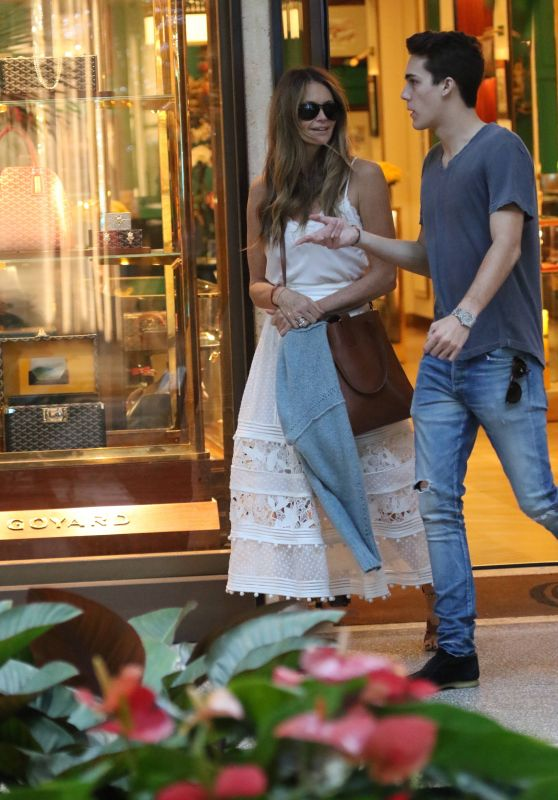Elle MacPherson - Shopping in Bal Harbour 12/24/2018