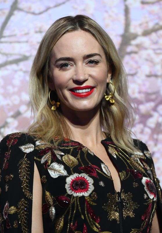 """Emily Blunt - """"Mary Poppins Returns"""" Premiere in Paris"""