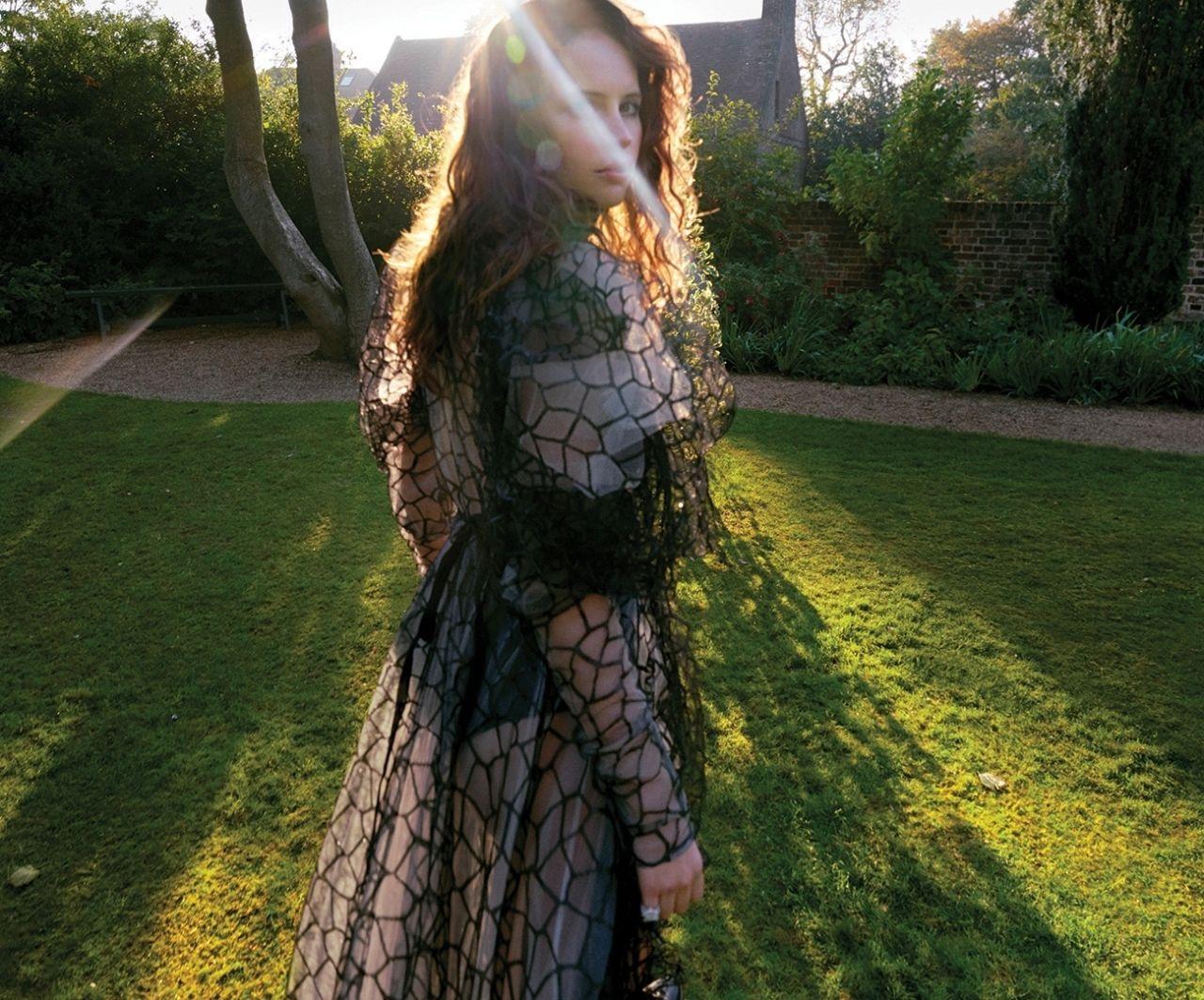 https://celebmafia.com/wp-content/uploads/2018/12/felicity-jones-dujour-magazine-november-2018-photos-2.jpg