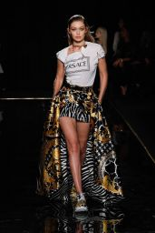Gigi Hadid – Versace Pre-Fall 2019 Fashion Show in NYC